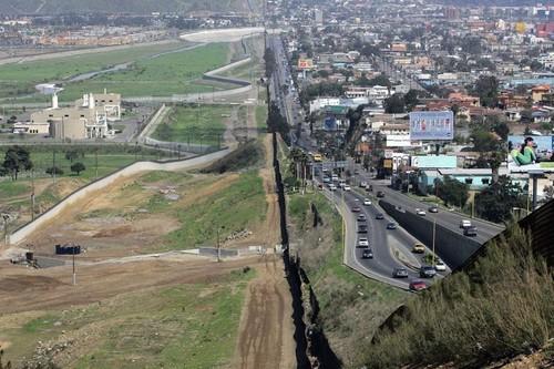 Realidad virtual e inteligencia artificial, el muro virtual que el fundador de Oculus propone para separar México y EUA