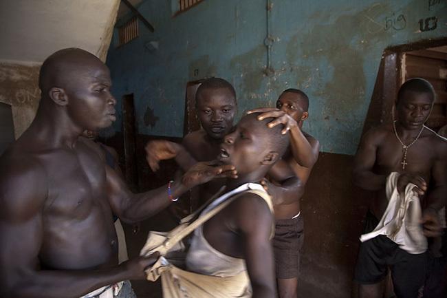 Entrevistamos a Fernando Moleres, ganador del Tim Hetherington Grant 2012 y tres veces galardonado en el World Press Photo