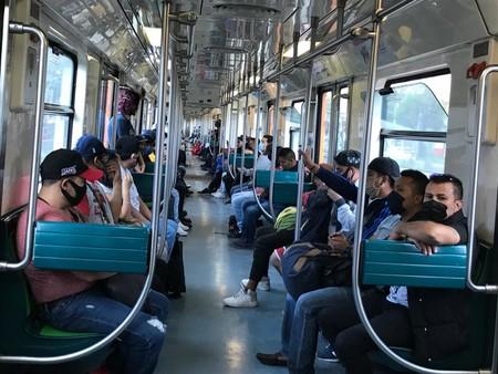 La buena noticia es que el 90% de usuarios del metro en CDMX usa cubrebocas, la mala es que algunos solo se lo ponen para entrar
