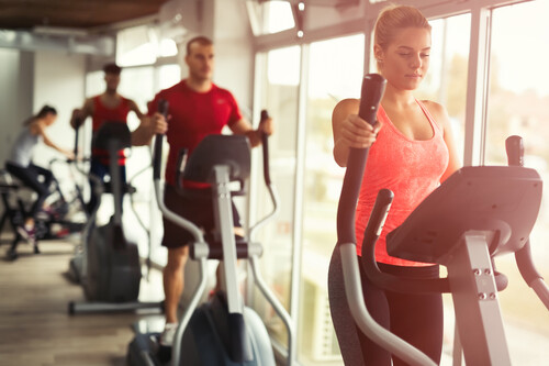 Para adelgazar no te centres solo en el cardio: así impacta el ejercicio de fuerza en la pérdida de peso (y una rutina sencilla para empezar)