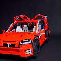 Este Tesla Model X de LEGO Technic no es oficial: pero tiene nueve motores eléctricos y se conduce con el móvil