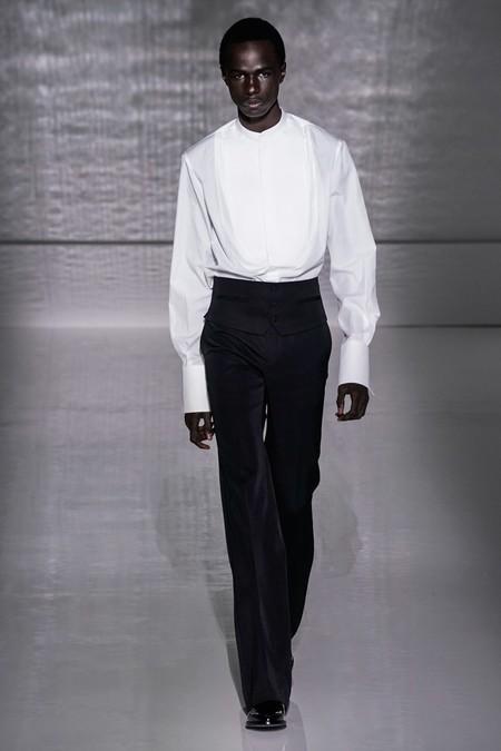 La Alta Costura De Givenchy Se Pinta De Blanco Y Negro En Sofisticados Looks Masculinos 3