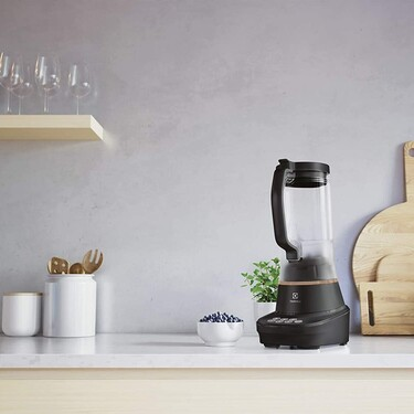 Preparar tus smoothies favoritos nunca fue tan sencillo con la batidora de vaso Electrolux ahora a un precio más económico en Amazon