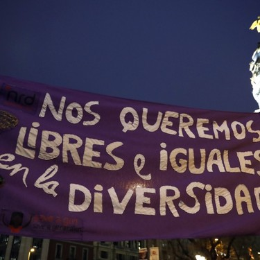 Las mejores pancartas vistas ayer durante las manifestaciones feministas
