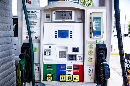 Más del 1000%, los británicos se vuelven locos buscando coches eléctricos en internet ante la escasez de gasolina