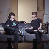 """""""Me echaron de una discoteca por estar liándome con un chico"""": Luc Loren y Alejandro Reina de 'Skam' hablan sobre la homofobia"""