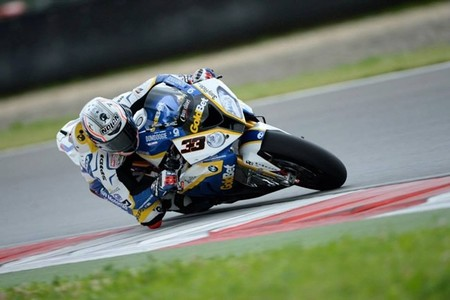 Superbikes Rusia 2013: Marco Melandri vence una primera carrera loquísima por la lluvia