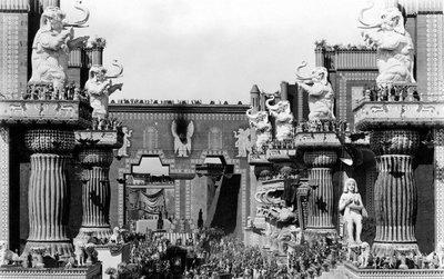 Cine y videojuegos: elefantes blancos con andamiaje de vanguardia. Reflexiones finales sentado en la punta del iceberg