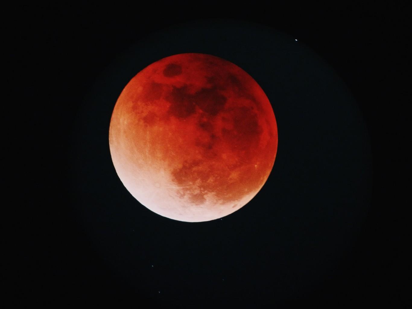 El eclipse lunar más largo del siglo tendrá lugar hoy: así podrás verlo