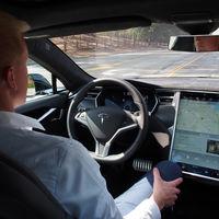 Los usuarios de Tesla están pagando por ser los betatesters del incompleto sistema de conducción autónoma