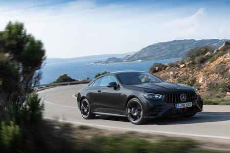 Los Mercedes-AMG E 53 Coupé y Cabriolet se actualizan: ahora vienen con un modo drift y los mismos 435 CV