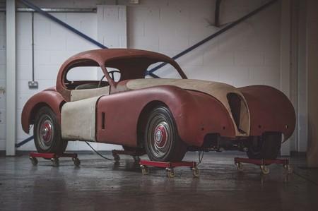 Encuentran un Jaguar XK120 que pasó medio siglo oculto en un granero