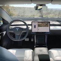 """Consumer Reports vuelve a cargar contra Tesla: """"Usar Navigate es como vigilar a un niño conduciendo"""""""
