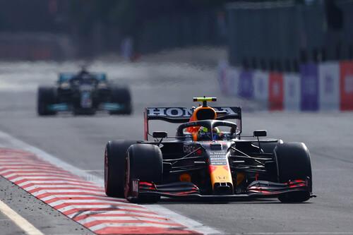 ¡Carrerón! Sergio Pérez se estrena con Red Bull y Lewis Hamilton desaprovecha la desdicha de Max Verstappen