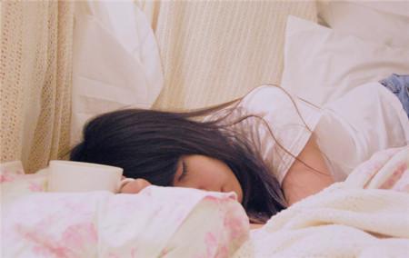 Los estudios lo confirman: deberíamos dormir más y empezar a trabajar más tarde