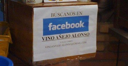 """""""Siguenos en Facebook"""" para promocionar nuestro negocio en las redes sociales"""