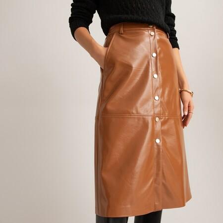 Falda de piel sintética con automáticos delante