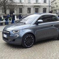 ¡Pillado! El nuevo Fiat 500 eléctrico se deja ver antes de su debut oficial
