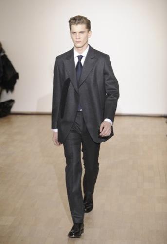 Raf Simons, Otoño-Invierno 2010/2011 en la Semana de la Moda de París. Amplio