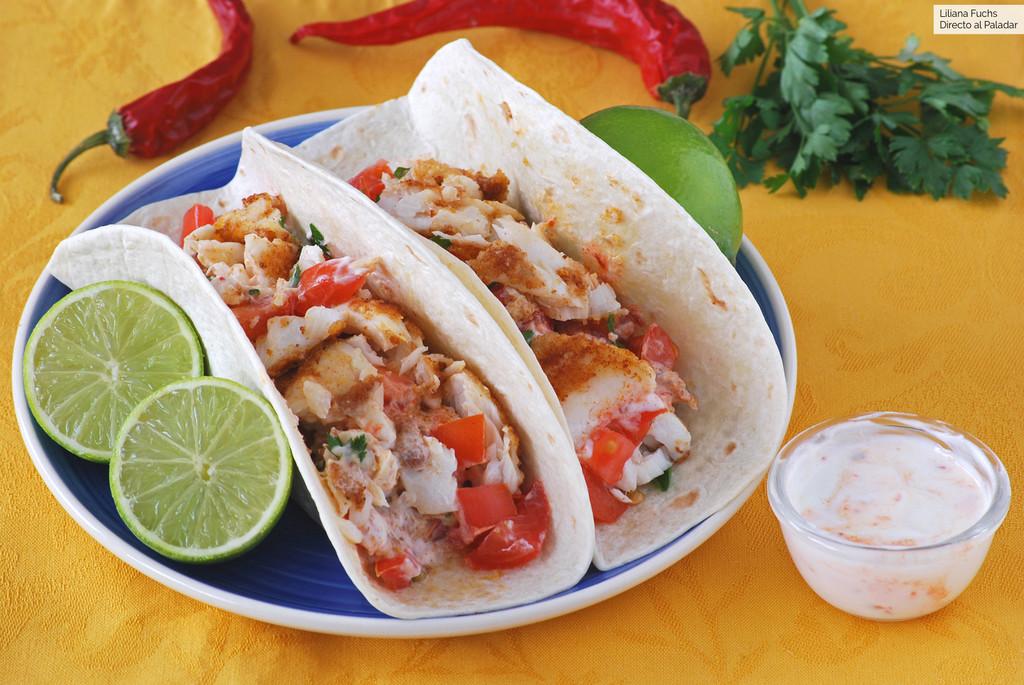 Tacos de merluza con salsa picante de queso fresco: receta para los que se aburren con el pescado