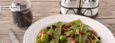 Judías verdes con anchoas, tomate seco y almendras. Receta saludable