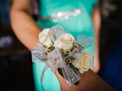 Un chico llevó a su madre como su acompañante al baile de graduación, pues ella nunca tuvo uno