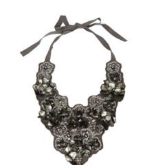 Foto 4 de 19 de la galería decora-tu-cuello-con-los-collares-babero-1 en Trendencias