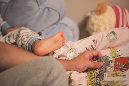 Leerle a tu bebé desde que nace es muy beneficioso (aunque todavía no pueda entenderte)