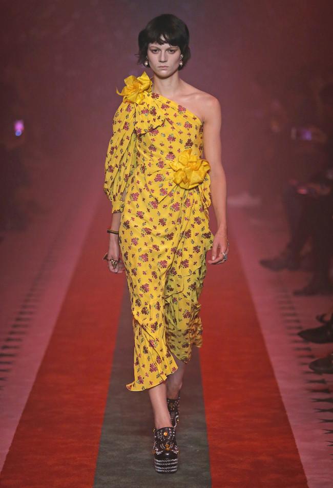Clonados y pillados: el vestido amarillo de flores Gucci que causará sensación esta próxima temporada