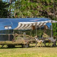 Esta caravana se llama Bowlus Endless Highways y tras su estilo retro esconde comodidades modernas