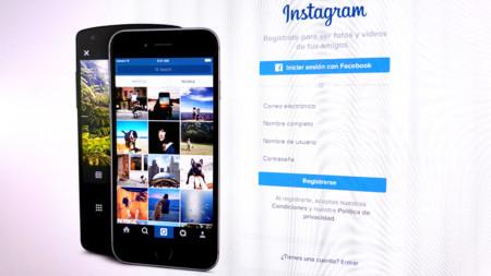 No, ni Instagram se ha echado atrás ni el algoritmo ocultará las fotos de tus contactos