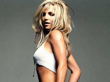 Britney despide a tres de sus bailarines por consumo de drogas