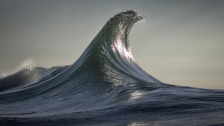 Así es la hipnótica belleza de las olas cuando son capturadas en una imagen de movimiento eterno