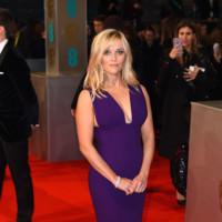 Reese Witherspoon elige el morado para la alfombra roja de los BAFTA 2015