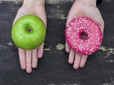 Si te has propuesto ponerte en forma y todo tu entorno está en contra, estos trucos pueden ayudarte