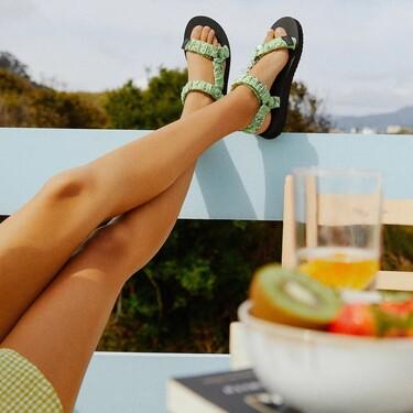 Pull & Bear presenta una colección de sandalias (planas) perfecta para añadir comodidad rompedora a los looks de verano
