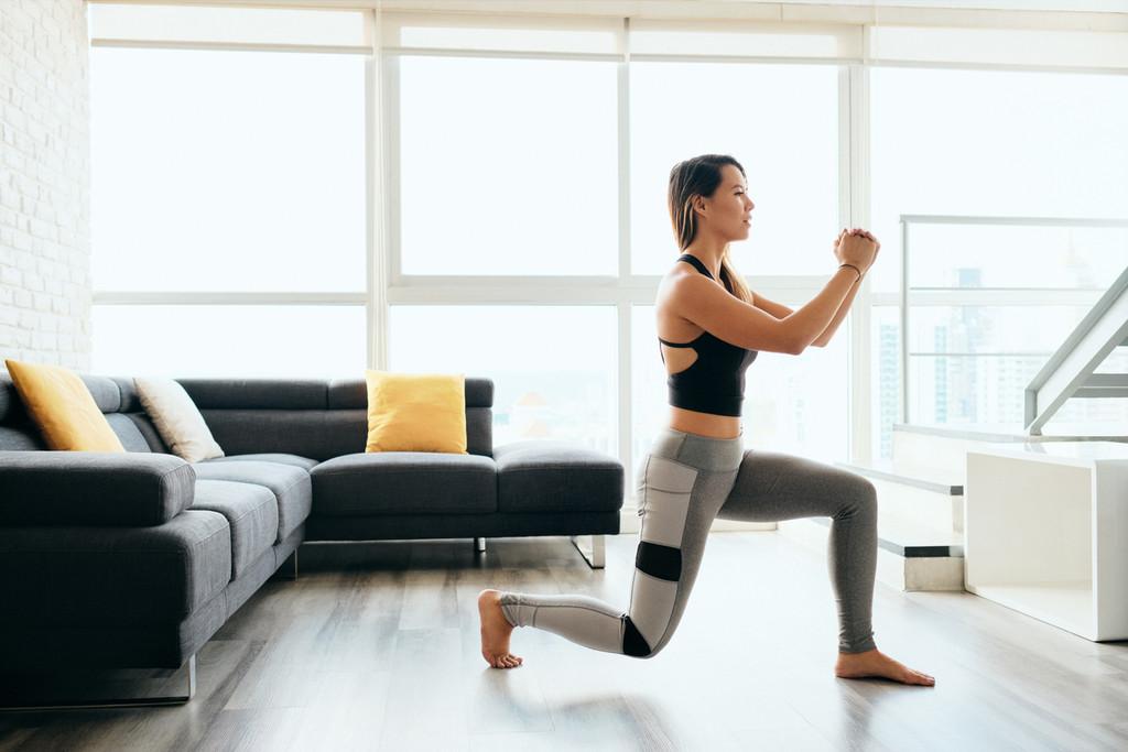 Tres ejercicios sencillo y sin material para entrenar las piernas en casa
