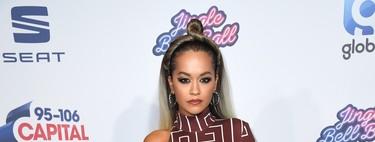 Rita Ora también se suma a la fiebre de la logomanía en su última manicura