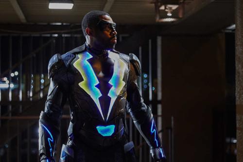 'Black Lightning' recuerda más a Luke Cage que al Arrowverso, y eso la hace única entre las series de DC