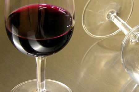 Tomar una o dos bebidas alcohólicas al día, puede aumentar el riesgo de ciertos tipos de cáncer