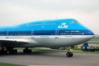 KLM permitirá escoger compañero de vuelo consultando los perfiles de Facebook y LinkedIn