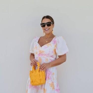 Así de ideal es el vestido tie dye de Paula Echevarría que hemos encontrado rebajado en Stradivarius por menos de 20 euros