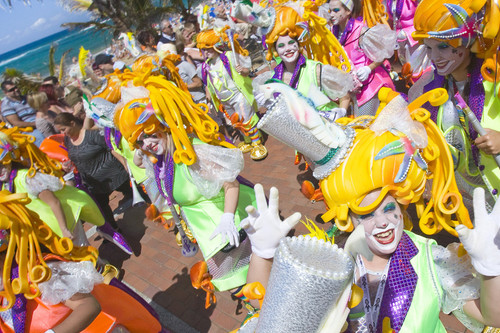 Tiendas para comprar disfraces de carnaval online ahorrando. Todo sobre outlets, cupones, envíos gratis y descuentos.