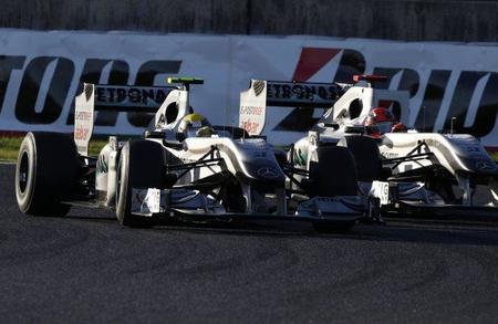 Michael Schumacher se queja de desigualdad en Mercedes GP