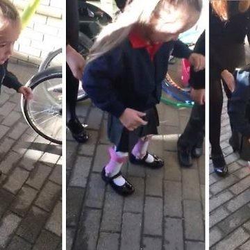 Una niña de cuatro años con parálisis cerebral empieza el cole dando sus primeros pasos sin ayuda
