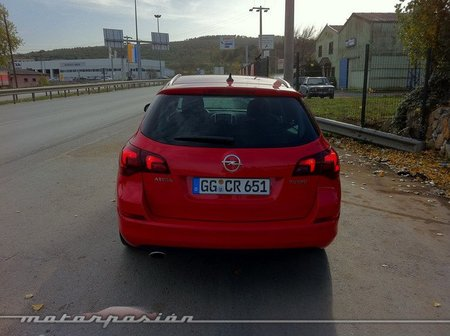 Opel Astra Sports Tourer 02