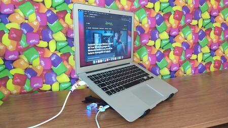 """Probamos el X-Kit de UGREEN, base de laptop con HUB integrado como """"solución"""" de las computadoras con pocos puertos"""