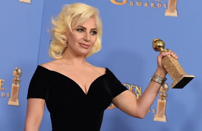Lady Gaga con su Globo de Oro