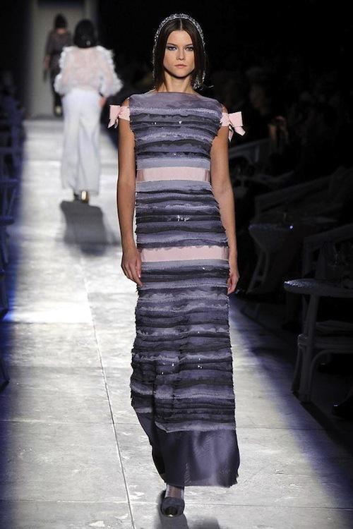 Foto de Chanel Alta Costura Otoño-Invierno 2012/2013: rosa, gris, brillos y nuevo vintage (50/61)