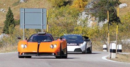 ¿Un Pagani Zonda huyendo de un Lamborghini Murciélago de policía?
